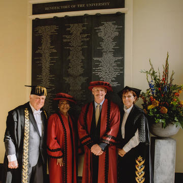 Distinguished Friend of Oxford recipients: Andrew Banks (St Edmund Hall, 1976) and his wife Dame Pamela Banks pictured under the Clarendon Arch with the Chancellor and Vice-Chancellor